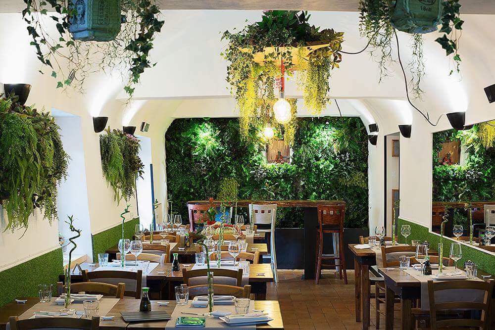 Allestimento con piante artificiali e giardino verticale perenne lux by bm luxury ristorante - I giardini di marzo ristorante roma ...